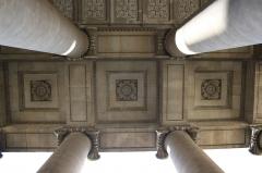 Église Saint-Denis-du-Saint-Sacrement -  katholische Pfarrkirche Saint-Denys-du-Saint-Sacrement in Paris (3. Arrondissement), Säulenvorbau