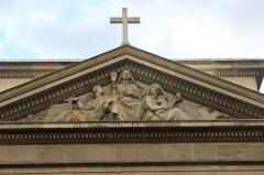 Église Saint-Denis-du-Saint-Sacrement - Español: París, Saint Denis du Saint-Sacrement. Frontón de Jean-Jacques Feuchère. 1845.