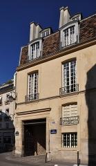 Immeuble (maison des Chantres, puis hôtel de la Motte-Montgaubert) - English: The entrance of Hôtel de la Motte-Montgaubert in Île de la Cité, Paris 4e arrondissement, France.