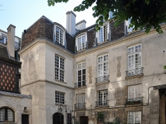Immeuble (maison des Chantres, puis hôtel de la Motte-Montgaubert) - English: The courtyard of Hôtel de la Motte-Montgaubert in Île de la Cité, Paris 4e arrondissement, France.