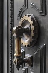 Hôtel et usine de la Société des Cendres - Deutsch: Ehemaliges Gebäude der Société des Cendres in der Rue des Francs-Bourgeois Nr. 39 im 4. Arrondissement in Paris, in dem seit 2014 ein Modegeschäft eingerichtet ist, Türgriff