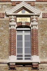 Collège Sainte-Barbe - English: Window of the interior court of the Collège Sainte-Barbe, Paris, bearing the name of Alexandre Bixio.