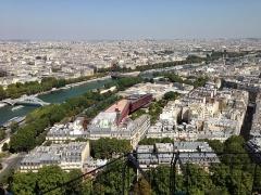 Palais de l'Alma -  Paris from the second floor of the Eiffel Tower towards north-east. Musée du Quai Branly.