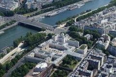 Palais de l'Alma -  Eiffel Tower, Paris, France.