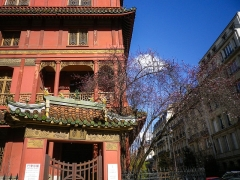 Immeuble dit La Pagode Rouge ou galerie CTLoo & Cie -  Pagode rouge, Rue Rembrandt, Paris.