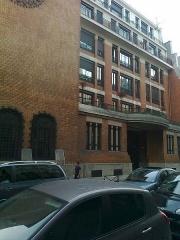 Central téléphonique et Poste - Français:   Bâti en 1911 par l\'architecte François Le Cœur 1872-1934). Situé 2 à 10 rue Bergère et 15-17 rue du Faubourg Poissonnière (Paris-9e). Ancien central \