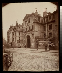 Ancienne prison Saint-Lazare, devenue hôpital Saint-Lazare - English:  Digital Accession Number: 1981:0953:0059.0001  Maker: Eugène Atget (French, 1857-1927)  Title: St. Lazare - Fbg. St. Denis 107 (Xe.)  Date: 1900  Medium: albumen print  Dimensions: 21.8 x 17.7 cm. (trimmed)    George Eastman House Collection  General – information about the George Eastman House Photography Collection is available at http://www.eastmanhouse.org/inc/collections/photography.php.   For information on obtaining reproductions go to: http://www.eastmanhouse.org/flickr/index.php?pid=198109530059.