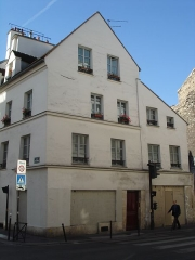 Maison d'angle - English: Old house, dating 1st half of 17th century; located 78 rue de Charonne (Paris 11), in the Faubourg Saint-Antoine.