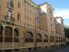 Palais de la Femme -  Palais de la Femme, an hotel for women of the Salvation Army. General view. Address: 84 rue de Charonne; Paris 11. France. View of the rue de Charonne side.