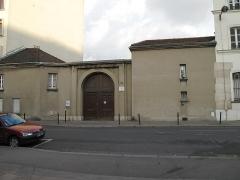 Cimetière de Picpus et ancien couvent des chanoinesses de Picpus - English: Entrance of the cemetery of Picpus: 35 rue de Picpus, Paris 12th arr., France