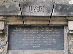 Cimetière de Picpus et ancien couvent des chanoinesses de Picpus - English: Plaque near the horse carriage gate of the Picpus cemetery, Paris 12th arr.