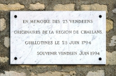 Cimetière de Picpus et ancien couvent des chanoinesses de Picpus - English: Plaque in memory of the 23 people from the region of Challans in Vendée executed by guillotine during the Reign of Terror on 25 june 1794. Cemetery of Picpus, Paris 12th arr., France