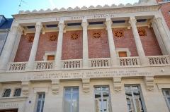 Siège du Droit Humain International -  Rue jules breton, le Droit humain, Edifice Franc-maçon, Paris.  Inscription féministe:
