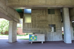 Cité internationale Universitaire : pavillon du Brésil ou pavillon brésilien ou maison du Brésil -   (Parc de Montsouris) Boulevard Jourdan Initially, Brazilian House design was entrusted to the great Brazilian architect Lucio Costa. The latter appealed to his friend Le Corbusier, already author of the Swiss Foundation, to help developing the project. But the initial sketch changed so profoundly that Lucio Costa abandoned his authorship on the house! Arch. Le Corbusier  1959.
