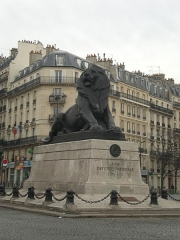 Monument du Lion de Belfort - English: Belfort Lion by Auguste Bartholdi, hammered copper. Place Denfert-Rochereau, 14th arrondissement of Paris.