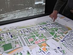 Cité internationale universitaire : Fondation Avicenne -  La table tactile propose une découverte des différents bâtiments de la Cité internationale et de l'histoire des espaces occupés au cours des années par les différentes Maisons Cette table tactile est équipée d'un écran vertical sur lequel sont projetées les images d'archives sélectionnées en touchant la table. ____________   L/OBLIQUE est un espace d'interprétation de la Cité Internationale Universitaire de Paris (CIUP) qui vient d'être ouvert au rez-de-chaussée de la Fondation AVICENNE, l'ancienne maison de l'Iran réalisée par l'architecte Claude Parent et aujourd'hui fermée faute de financement pour sa remise en état. Le centre présente, sur 200 m2 d'exposition, l'histoire, les créations architecturales, l'actualité et les projets de développement de la Cité internationale. Il comprend: - un dispositif scénographique sur l'histoire de la Cité internationale à travers des photographies d'archives,  - un espace de projection, - des panneaux mobiles sur l'actualité de la Cité internationale et ses grands enjeux. Une maquette numérique interactive, associant une table tactile et des projections sur grand écran permet de naviguer à travers l'histoire et l'actualité de la Cité internationale  Site officiel de la CIUP  www.ciup.fr/oblique
