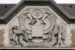 Cité internationale universitaire : Fondation des Etats-Unis - English: Fondation des États-Unis in Paris, relief above the main entrance