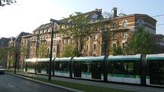 Cité internationale universitaire : Fondation des Etats-Unis - English: The front facade of the Fondation des États-Unis and the new tramway, the T3.