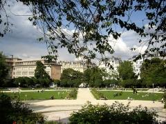 Square Saint-Lambert - Français:   Square Saint-Lambert, Paris 15e.