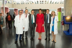 Hôpital Necker - Enfants malades - English: First Lady Melania Trump meets with staff during a visit to the Necker Children's Hospital (Hôpital Necker – Enfants Malades) in central Paris on July 13, 2017. Founded in 1778, it is the oldest pediatric hospital in the world. (Official White House Photo by Andrea Hanks)
