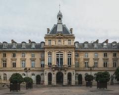 Mairie du 15e arrondissement - English: The