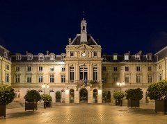 Mairie du 15e arrondissement - English: The city hall of the 15th Arrondissement of Paris, seen at night