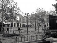 Mairie du 15e arrondissement - Français:   Place Hubert-Monmarché (mairie) - Paris XV