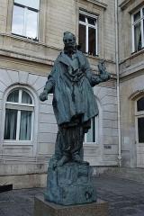 Mairie du 15e arrondissement -  Sculpture by Antoine Bourdelle @ Paris 15
