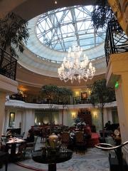 Ancien hôtel particulier de Roland Bonaparte - English: Restaurant of the Shangri-La hotel in Paris. The hotel was before the town house of Roland Bonaparte