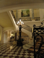 Ancien hôtel particulier de Roland Bonaparte - English: One of the staircase in the Shangri-La hotel in Paris. The hotel was before the town house of Roland Bonaparte