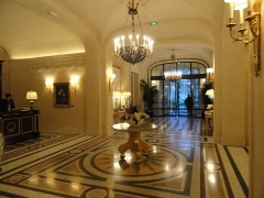Ancien hôtel particulier de Roland Bonaparte - English: The reception hall of the Shangri-La hotel in Paris. The hotel was before the town house of Roland Bonaparte