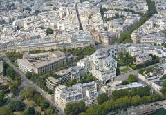 Ancien hôtel particulier de Roland Bonaparte - English: Palais d'Iéna and Musée Guimet from the Eiffel Tower.