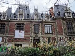 Ancien hôtel Gaillard, actuellement succursale de la Banque de France -  Hôtel Gaillard - Banque de France, Paris, place du Général Catroux Ancien hôtel particulier d'un riche banquier