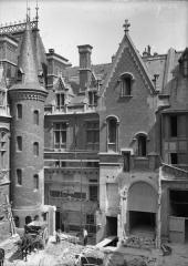 Ancien hôtel Gaillard, actuellement succursale de la Banque de France -  Travaux cour intérieure - Courtyard works - 1921 Hôtel Gaillard, situé Place du Général Catroux à Paris.