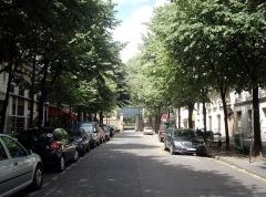 Cimetière Montmartre - Français:   Avenue Rachel, Paris 9e. Vue du boulevard de Clichy. Au fond, l\'entrée du cimetière de Montmartre.