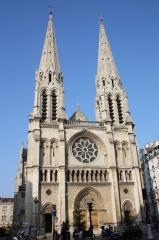 Église Saint-Jean-Baptiste-de-Belleville - Deutsch: katholische Pfarrkirche Saint-Jean-Baptiste de Belleville in Paris (19. Arrondissement), Außenansicht