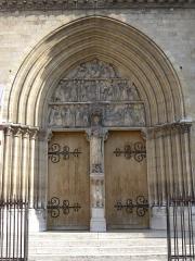 Église Saint-Jean-Baptiste-de-Belleville -  Portail de l'église Saint-Jean-Baptiste de Belleville à Paris. Ferrures de Pierre Boulanger (1813-1891) ferronnier d'art.