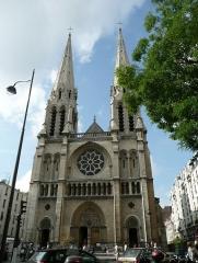Église Saint-Jean-Baptiste-de-Belleville - English: Facade of the Saint-Jean-Baptiste de Belleville Church in Paris 19e arrondissement