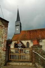 Eglise Saint-Martin -  Bouelles (Seine-Maritime, France).   L'église et l'entrée du cimetière.