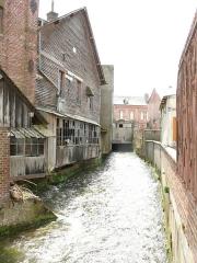 Ancienne minoterie Lambotte -  Aumale (Seine-Maritime, France) - La Bresle le long du Moulin du Roy