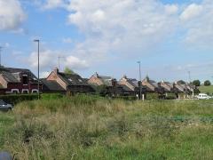 Verrerie de la Gare ou verrerie Denin -  Cité Denin , située dans la commune de Nesle-Normandeuse, dans la vallée de la Bresle, à l'extremité nord de la Normandie, en limite de la Picardie.