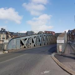 Pont Colbert - Français:   Entrée du pont Colbert, côté île du Pollet, à Dieppe (Seine-Maritime) en avril 2017.