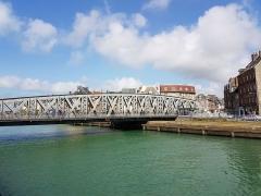Pont Colbert - Français:   Le pont Colbert, vu depuis l\'île du Pollet (Dieppe, Seine-Maritime) en avril 2017.