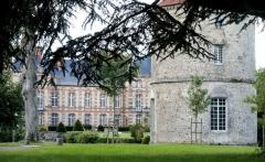 Château - English: Castle of La Houssaye, 77610 La Houssaye-en-Brie, France