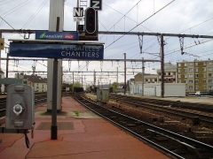Gare des Chantiers - English: Versailles-Chantiers station, Yvelines, France - extremity of a platform towards Paris