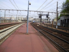 Gare des Chantiers - English: Versailles-Chantiers station, Yvelines, France - view of the platforms since south-west extremity