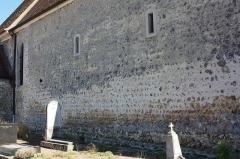 Eglise Saint-Martin - Français:   Bazoches-sur-Guyonne - Eglise Saint-Martin Mur Nord de la nef (nef du premier art roman en opus spicatum)