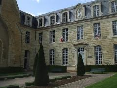 Hôtel de ville, ancienne abbaye Saint-Laon - Français:   Hôtel de ville de Thouars