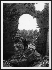 Basilique de Notre-Dame-de-Brébières - English: British soldier in the ruins of Albert Basilica, France, during World War I. The ferocity of the fighting and bombardment endured by the small French town of Albert during World War I. Despite the terrible damage, however, there is an element of triumphalism about this photograph: the shot was taken after an Allied victory, and the British soldier posing with his rifle at the heart of the picture appears defiant and ready to take on any opponent.  Albert was the scene of two major battles during World War I. The first, between French and German troops in September 1914 ended in stalemate. The second, in August 1918, saw the Allies forcing the German army into full retreat.  [Original reads: 'OFFICIAL PHOTOGRAPH TAKEN ON THE BRITISH WESTERN FRONT IN FRANCE. Albert as it looked half an hour after we pushed the Germans out of it. A view taken inside the Cathedral.']   http://digital.nls.uk/74549166