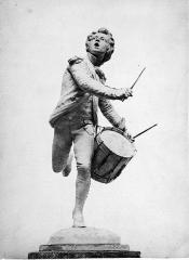 Monument au Tambour d'Arcole - French sculptor